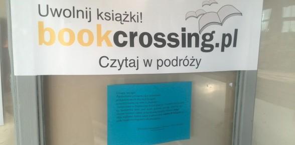 Bookcrossing na dworcu w Sterkowcu