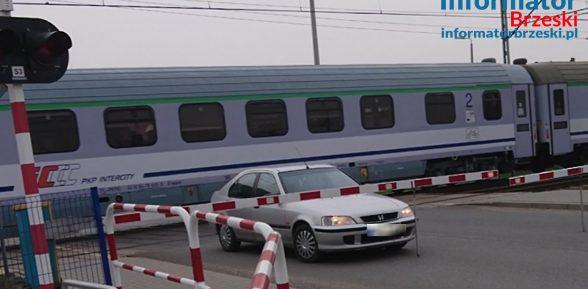 Sterkowiec / O krok od strasznej tragedii na przejeździe kolejowym! / 6 kwietnia 2019 r. / video