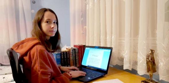 Karolina Polek – utalentowana felietonistka ze Szkoły Podstawowej Sterkowcu